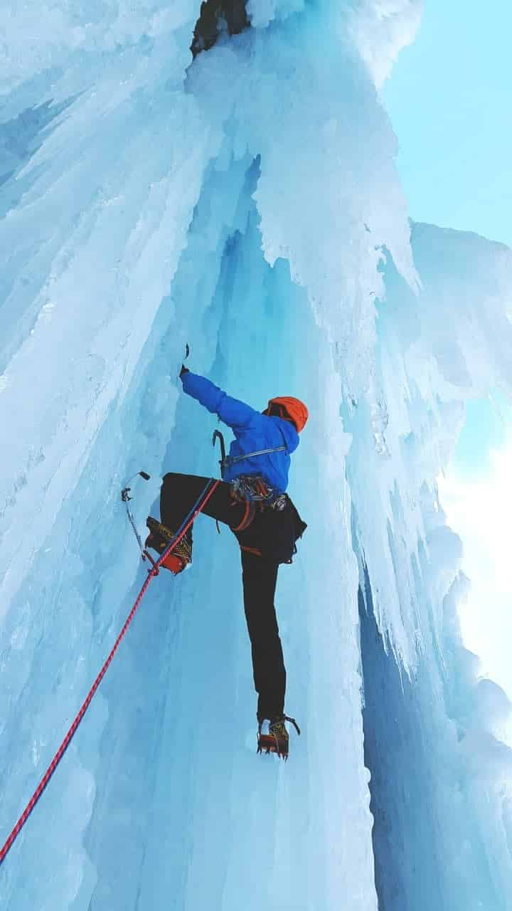 let yourself be led by a High Mountain Guides in one of the most exciting and adrenaline experiences. An adventure among the natural ice falls of the Aosta Valley.