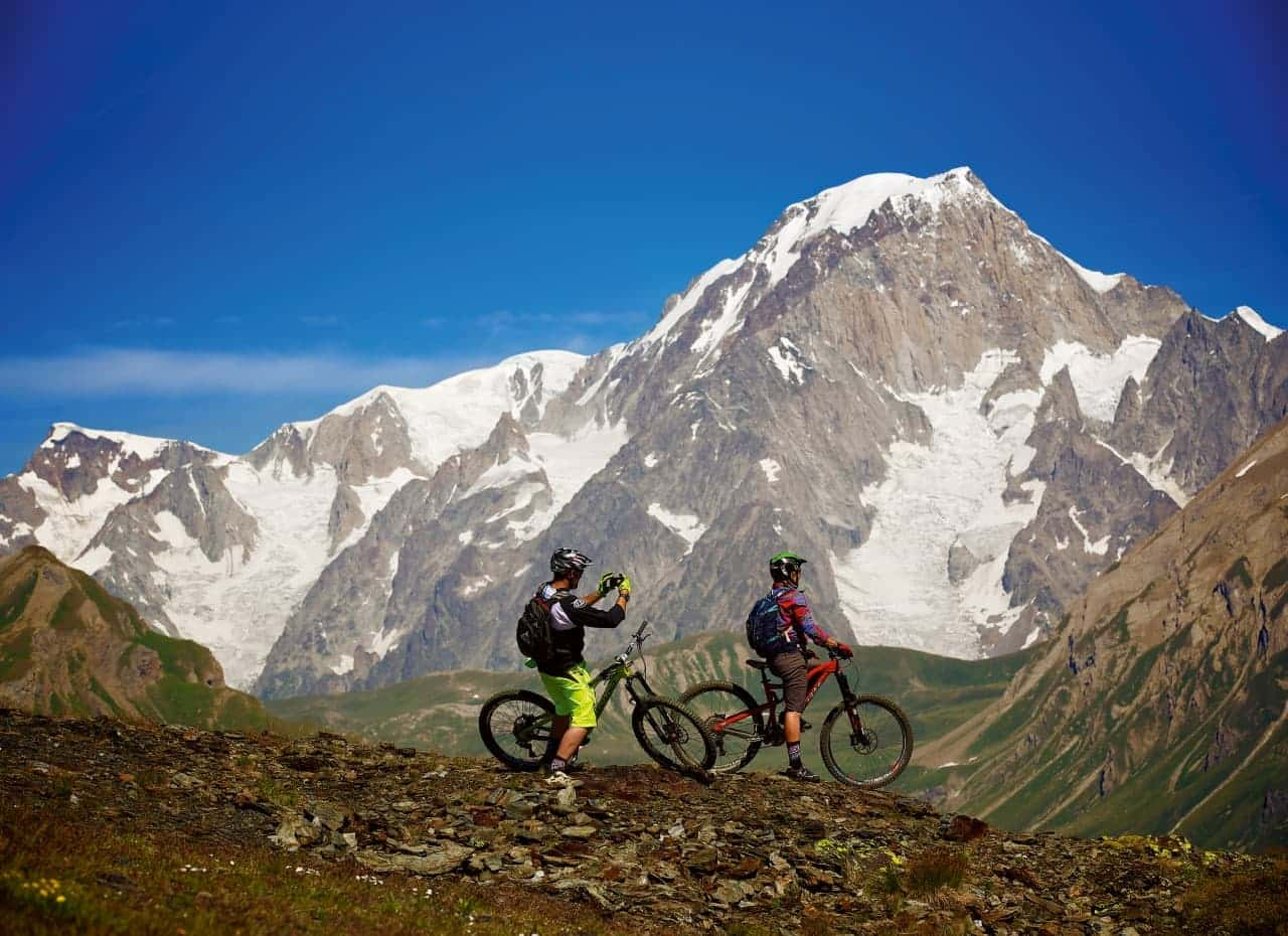 LOCATION OF THE ENDURO WORLD SERIES, LA THUILE IS FAMOUS FOR ITS NATURAL TRAILS AND MAGNIFICENT SURROUNDING TERRAIN. Are you not a professional? Don't worry, rent your E-bike and explore the trails like a mountain bikers.