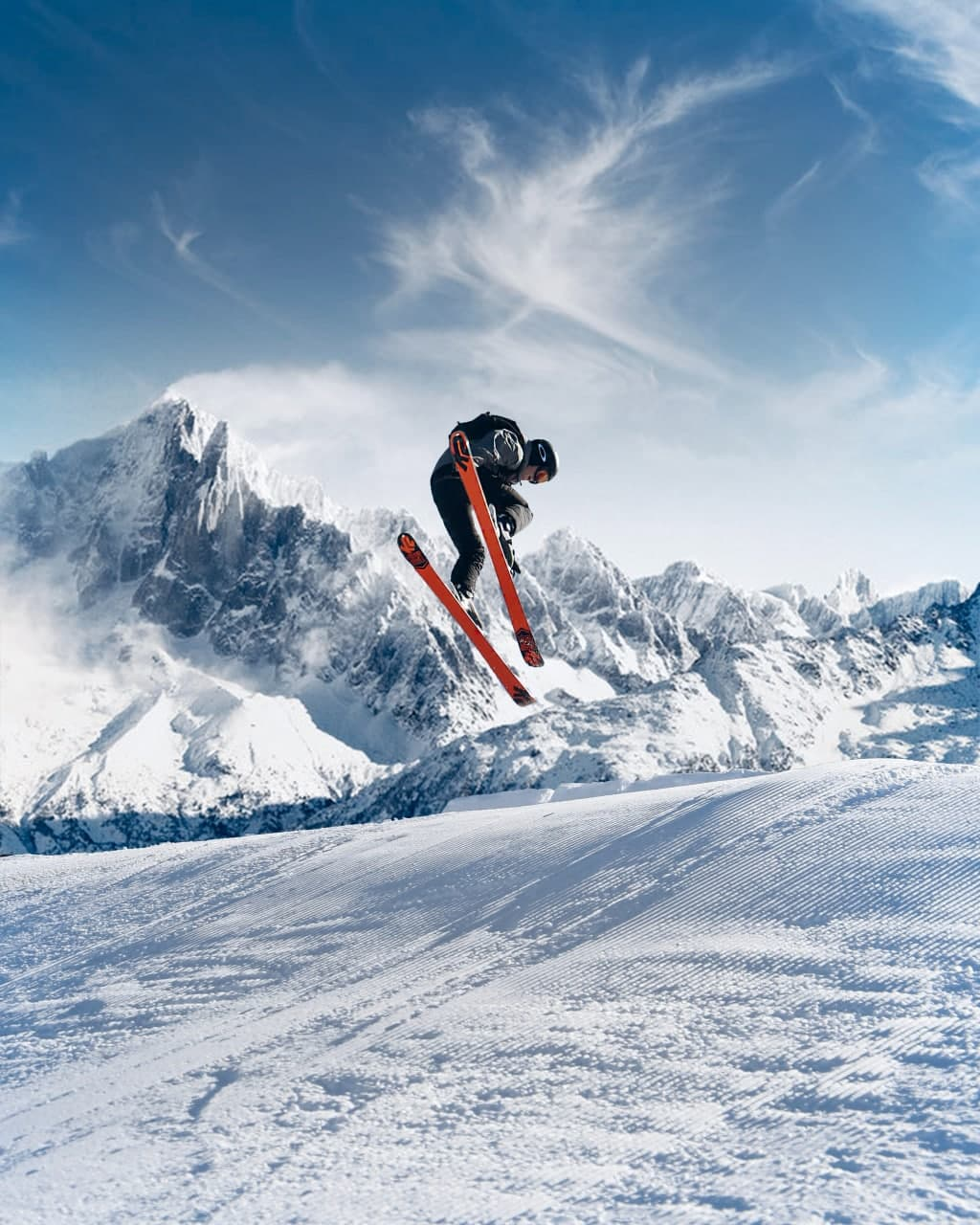 Espace San Bernardo is a wide international ski area between Italy and France, a reference point for ski lovers. A paradise offering 160 km of slopes for all levels. For the more adventurous skiers La Thuile offers a great variety of off-piste routes.