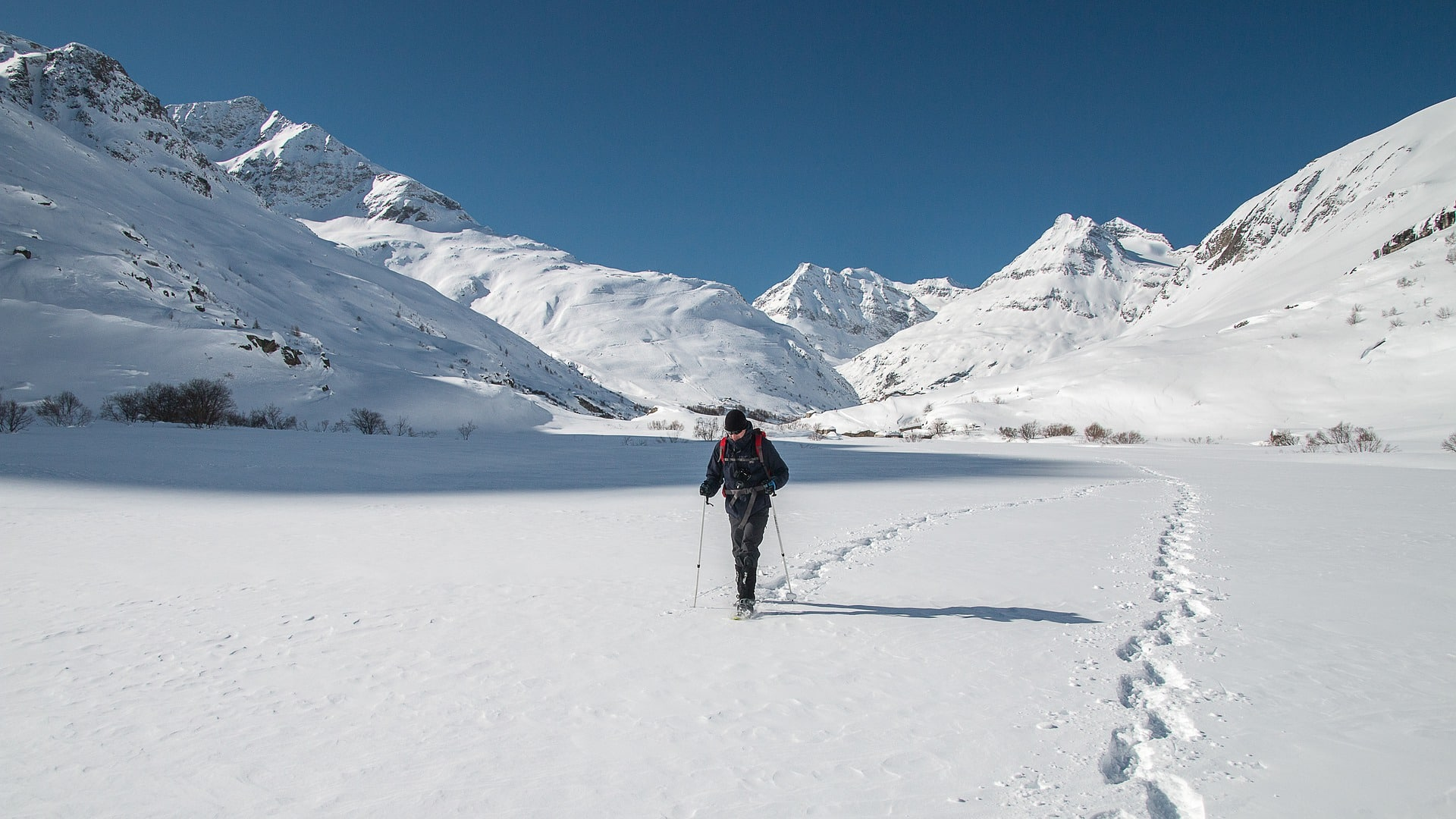 Walk with snowshoes in the softly snow and reconnect yourself with nature through the vast of paths into the woods. Alone or with the help of a guide, reach a breathtaking panoramic point.